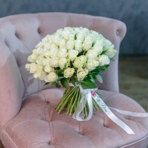 Oferirea unui buchet de trandafiri: descoperă semnificația secretă a 101 flori